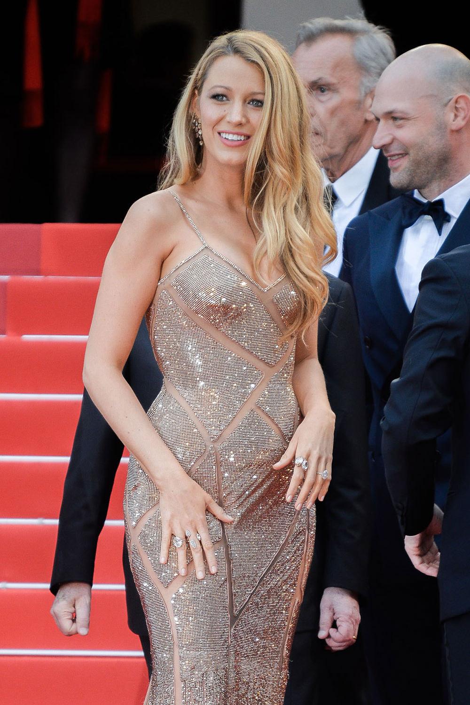 Blake-Lively-Cannes-Film-Festival-2016-Red-Carpet-Fashion-Atelier-Versace-Tom-Lorenzo-Site-1