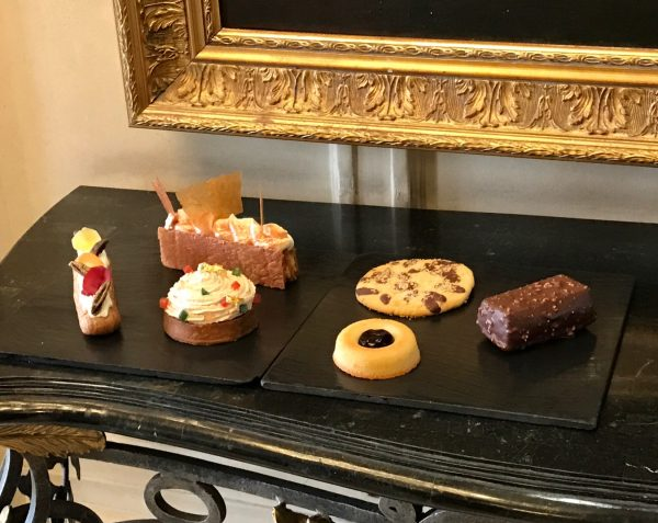 teatime-dukes-bar-patisseries