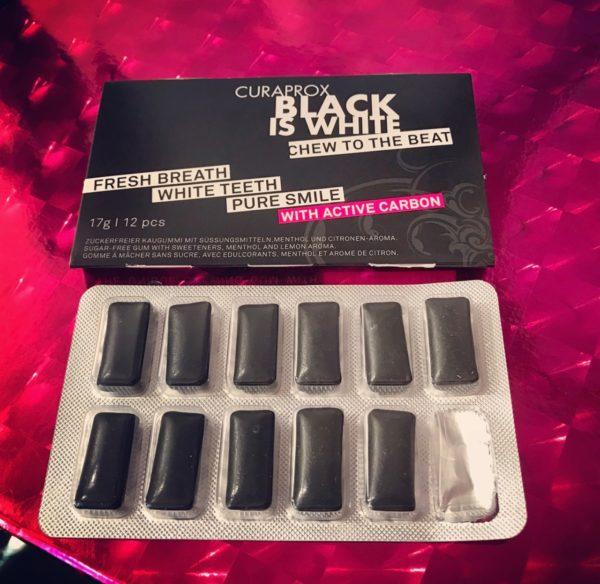 curaprox-tablette-black-white