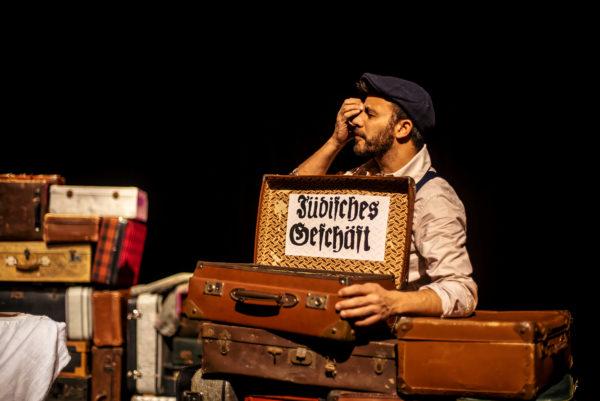 un-sac-de-billes-theatre-lucernaire